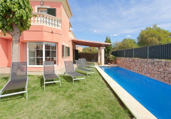 freistehendes Haus in Puigderrós  - Villa Falzia - mit privatem Pool